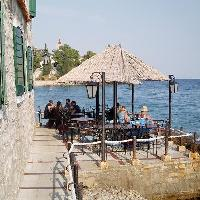 Dining, restaurants in Bol travel guide