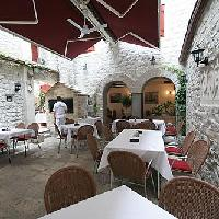 Dining, restaurants in Trogir travel guide
