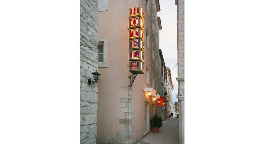 Fontana Hotel And Villas