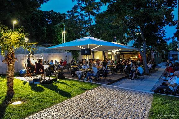 unterhaltung und nachtleben in zadar  dalmatien  kroatien